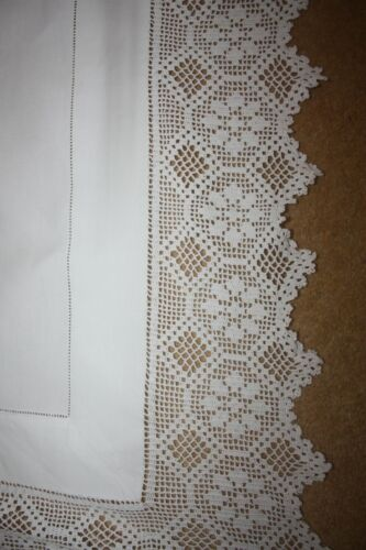 """Lovely vintage white Linen Tablecloth Crochet lace All Round 45 x 45"""" 5751"""