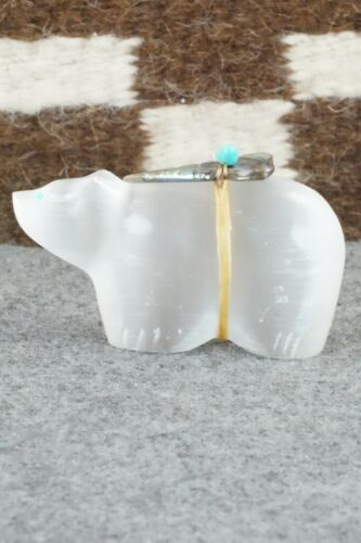 Bear Zuni Fetish Carving - Daphne Quam