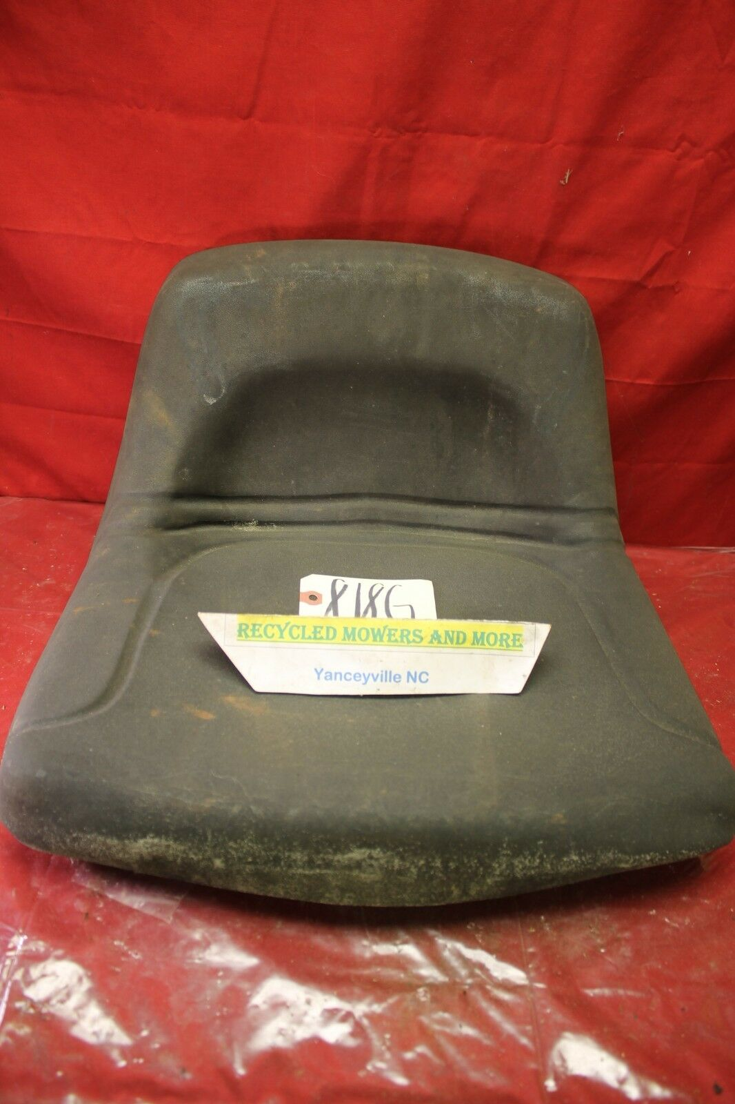 Photo OEM Murray Riding Mower Tractor Mid Back Seat 690566MA