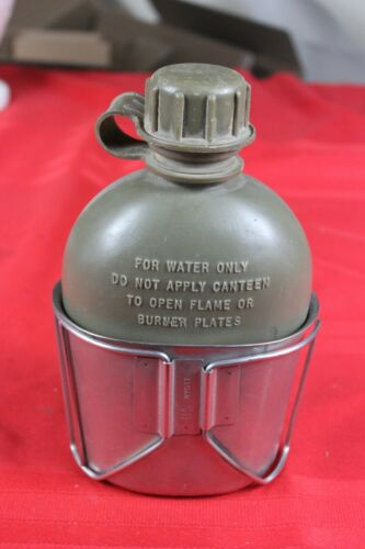 Original Vietnam Era US Army Military Issue 1Qt. Plastic Canteen & Cup US WYOTT
