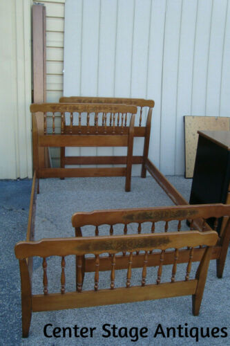 60904 Pair Maple HITCHCOCK ??  Twin Size Beds w/Rails