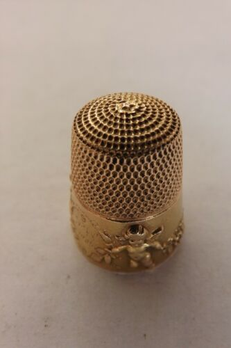 ANTIQUE ENGLISH 9CT GOLD THIMBLE DANCING CUPIDS BY SIMON BROS 1905  (2251)