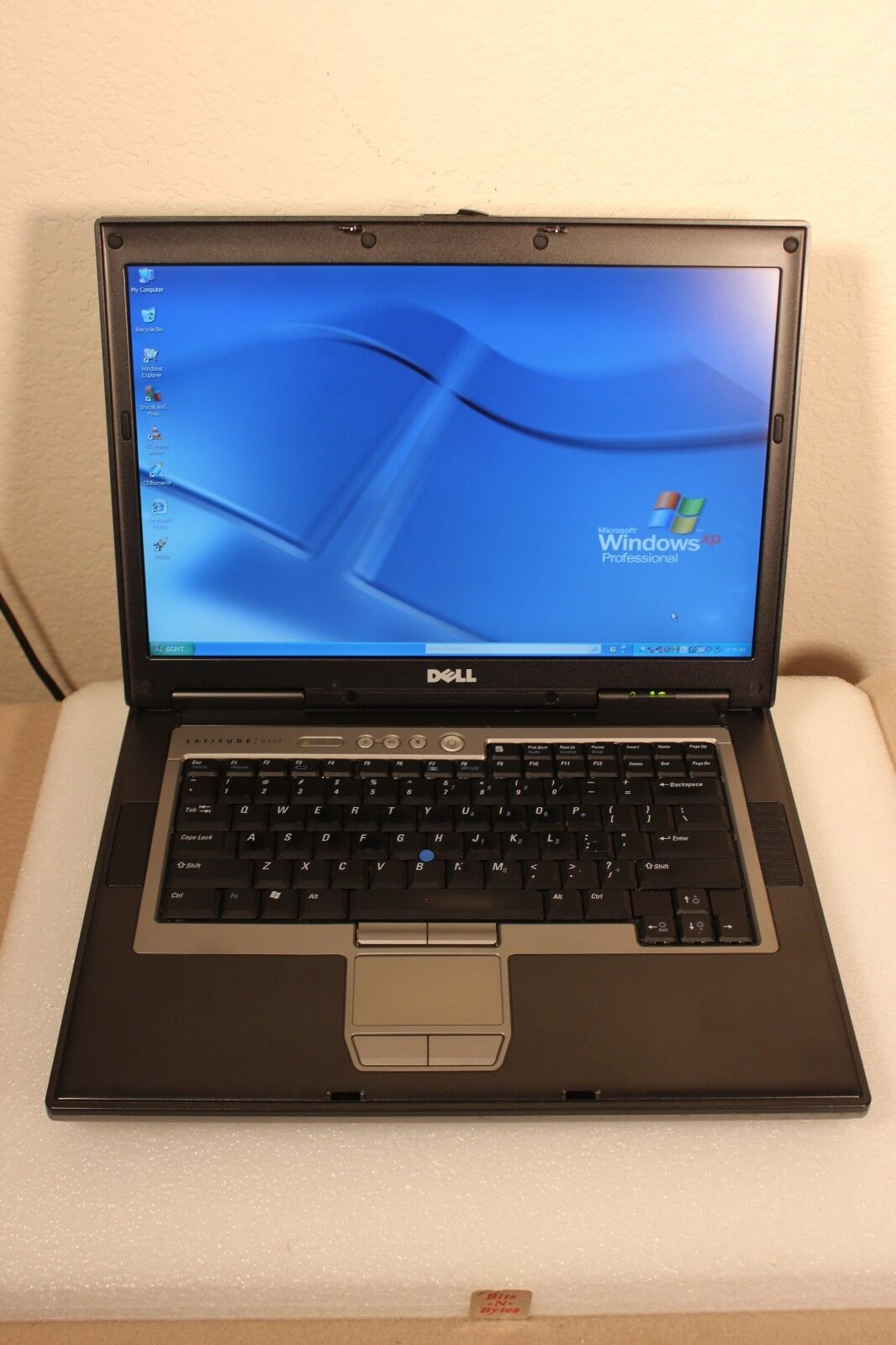 Dell Latitude D820 Notebook (1.83GHz/1.0GB/120GB/CDRWDVD) Windows XP PRO 19ZNMC1