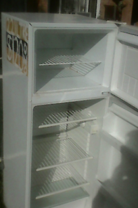 Westinghouse 221Litre Fridge/Freezer Macquarie Links Campbelltown Area Preview