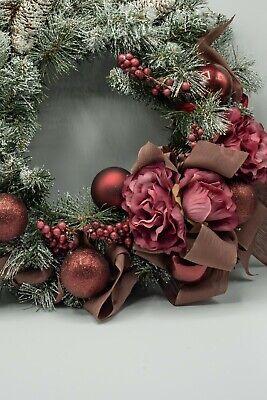 Fuoriporta Natalizio ghirlanda innevata dietroporta sfere bacche e fiori