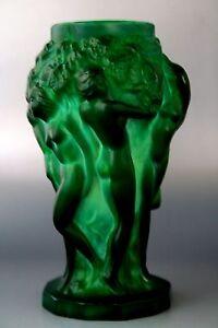 BOHEMIAN-ART-DECO-JADE-GLASS-VASE-034-GRAPE-HARVEST-034-DESIGN-H-HOFFMAN