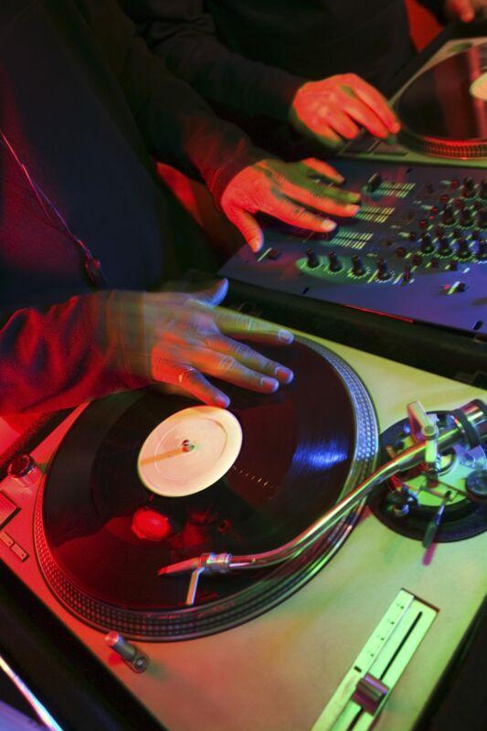 DJs bevorzugen Plattenspieler mit Direktantrieb (Bild: Thinkstock)