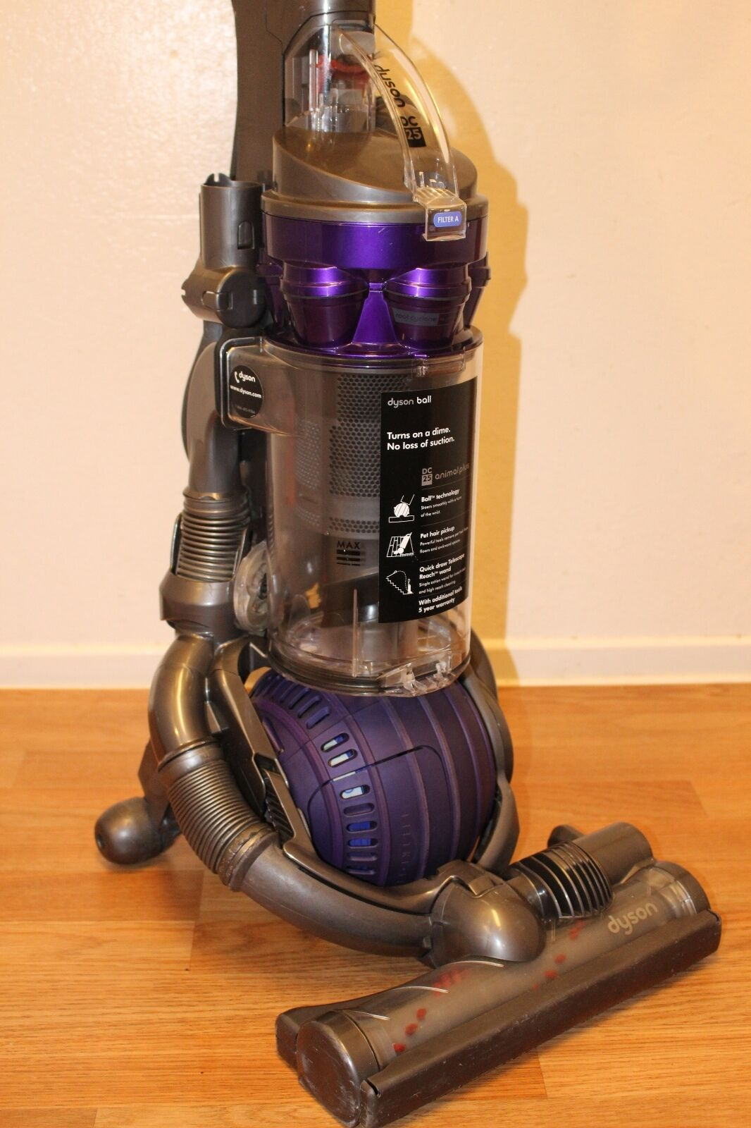 Dyson DC25 Animal Bagless Upright Lightweight Ball Compact ...