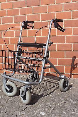 Standard Rollator Gehhilfe Gehwagen Mobilität / klappbar, mit Sitzfläche, Korb