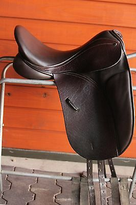 Euc County Connection Dressage Saddle  17  W Tree  Short Flap  Dk Brown Buffalo