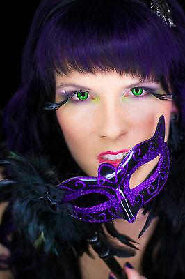 Augenmaske Gothic schwarz lila mit Federn Domino Burlesque Maske (Burlesque Augen Masken)