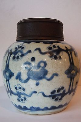 ANTIQUE  VINTAGE  WHITE BLUE CHINESE PORCELAIN GINGER JAR/ WOOD LID