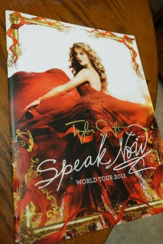 TAYLOR SWIFT Speak Now Tour 2011/2012 Tour Book With A Fold Out Poster EXCELLENT