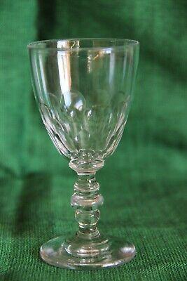 verre  à vin cuit en cristal taillé  en écailles Baccarat