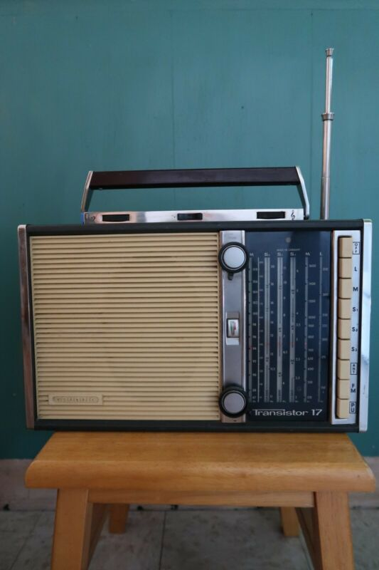 Vintage GRUNDIG TRANSISTOR 17 RADIO