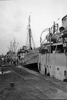 WW2 - Photo 15x20 - Liberty Ships amarrés au quai à Cherbourg...