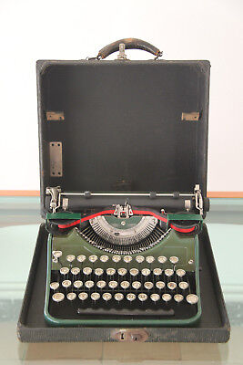 MAQUINA ESCRIBIR UNDERWOOD ANTIGUA USA 1933 - PORTABLE CON FUNDA 32x30x14,5