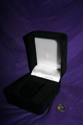 1 Elegant Black Velvet Watch Display Gift Box