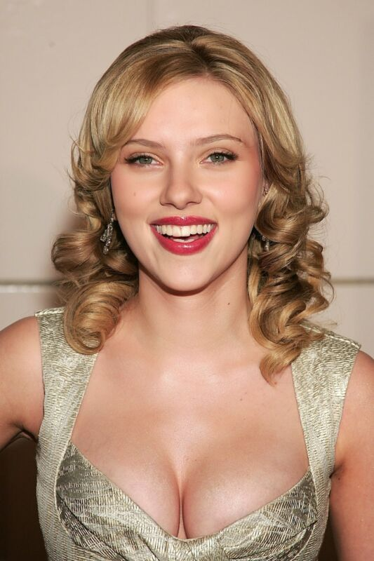 Scarlett Johansson Posing Happy 8x10 Photo Print