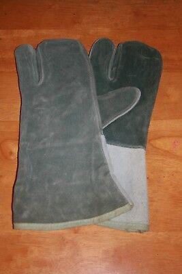 Old Style Vintage Welder Gloves Gauntlet Cow Leather  One Pair Welding
