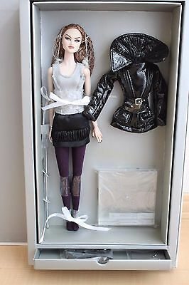 London by Night Ayumi Nu face Fashion Royalty LE850 Doll 2008 Integrity Toys