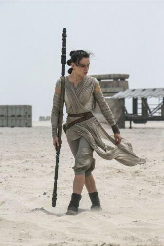 Anovos Star Wars Rey Jakku Premier Ensemble Size Medium