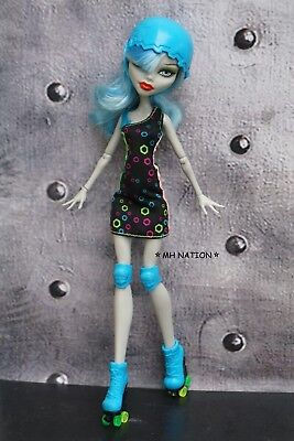 Monster High Frankie Stein's ROLLER MAZE Outfit and - Frankie Stein Outfits