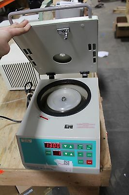 Hermle Labnet Z233 M-2 Microcentrifuge Including Rotor Working