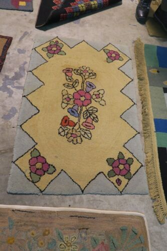 """American Primitive Vintage Hand Made Wool Shabby Chic Hooked Rug 46"""" x 30"""""""
