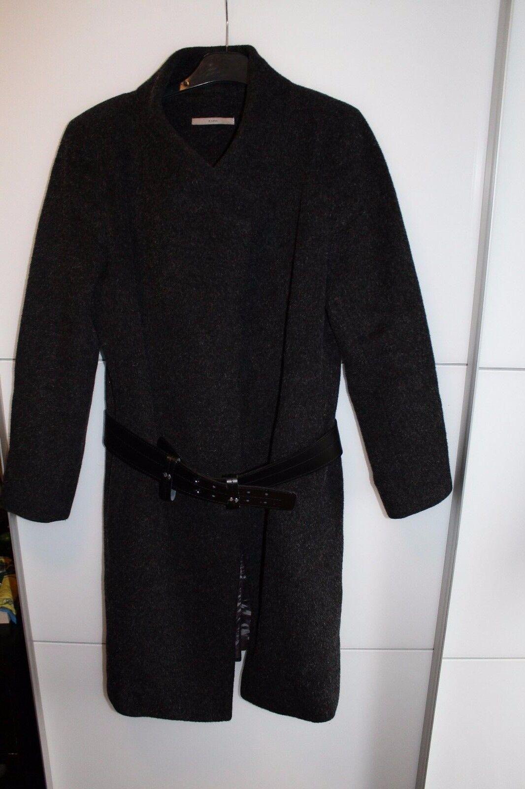 Très beau manteau gris avec sa ceinture femme zapa taille 38/40 valeur 180 euros