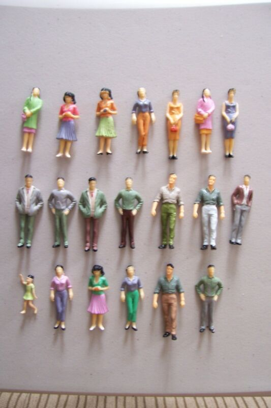 (185) G 1:25 SCALE LOT OF 20 PEOPLE. LOTS SIMILAR BUT SOME HAVE DIFFERENT PEOPLE