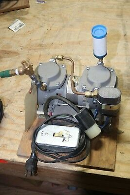 Thomas 2107ce20 Vacuum Pump 120vac Nice Working
