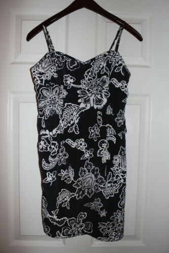��American Eagles Outfitters   Women's Peplum  Sundress Black & White SZ:4