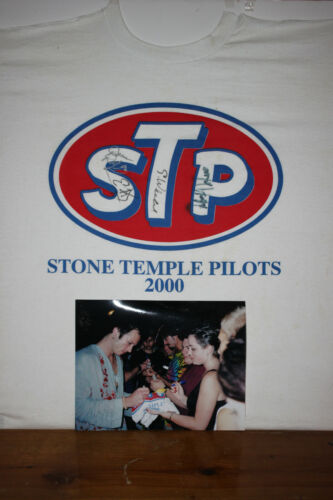"""Authentic Autographed STONE TEMPLE PILOTS Tee Shirt - """"2000"""" - Signed by all 4"""