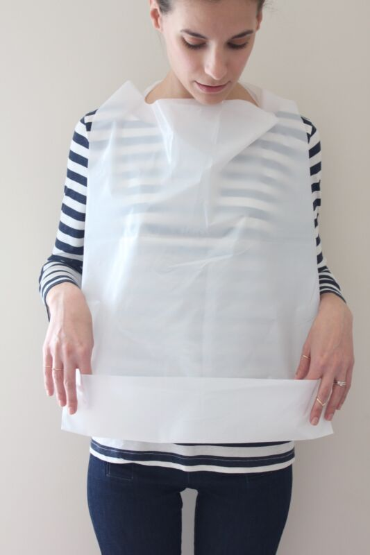 CASE OF 500 DISPOSABLE ADULT BIBS WITH CRUMB CATCHER FREE SHIPPING