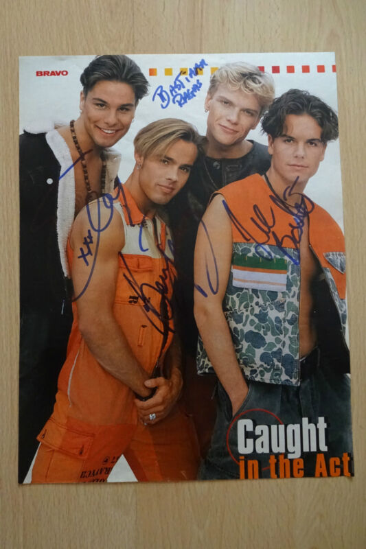 Caught In The AcT Autogramme signed A4 Magazinbild