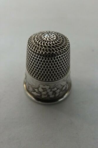 SOLID SILVER (STERLING) WEBSTER Co USA THIMBLE 1890 WILD ROSES (2912)