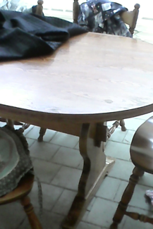 5chairs  and dinning table free!!