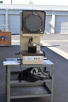 Mitutoyo Profile Projector Pj-300 Bench Top 12 Screen Optical Comparator With 2