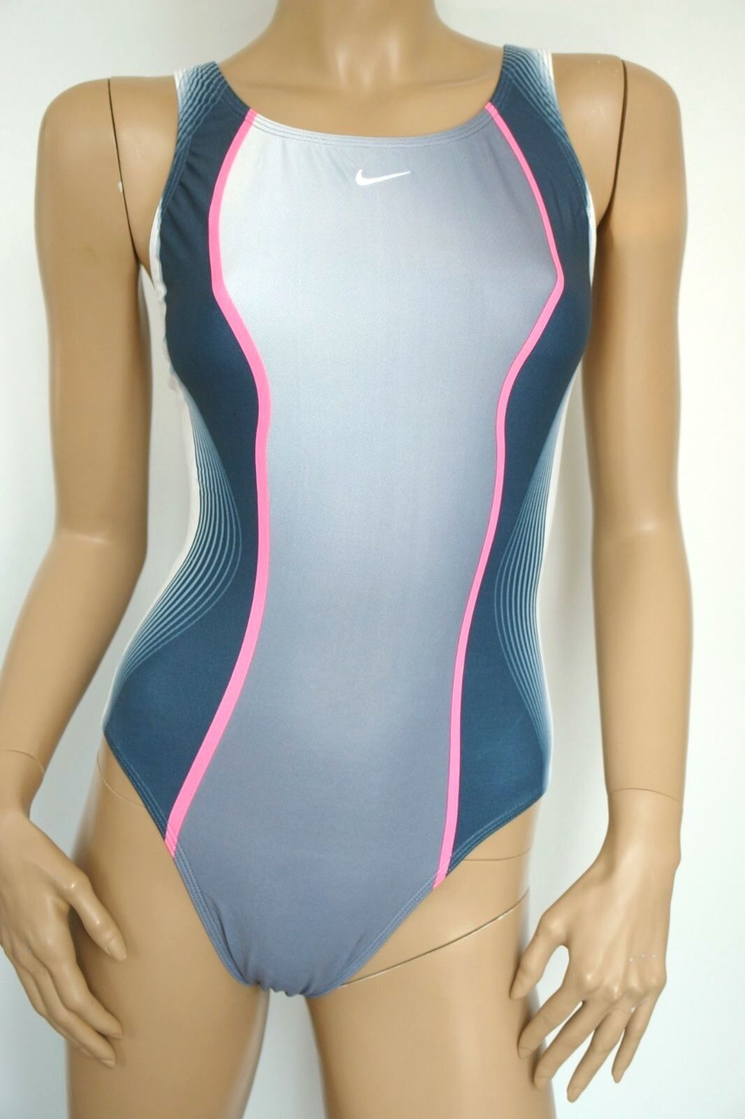 nike swim sportlicher Damen Badeanzug Modell EWB2139 grau / weiß NEU