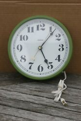 VINTAGE SUNBEAM GREEN PLASTIC ELECTRIC WALL CLOCK 9.1/4'' MADE IN USA