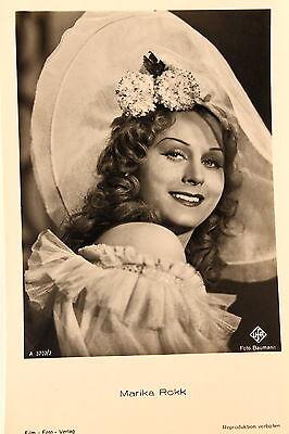 21460 Ross Film Foto AK 3707/2 Marika Rökk Southern Belle Hut um 1940 photo PC (Southern Belle Movies)