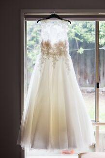 Bridal gown, Wedding dress