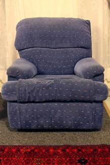 A lounge set with 2X recliners in great condition