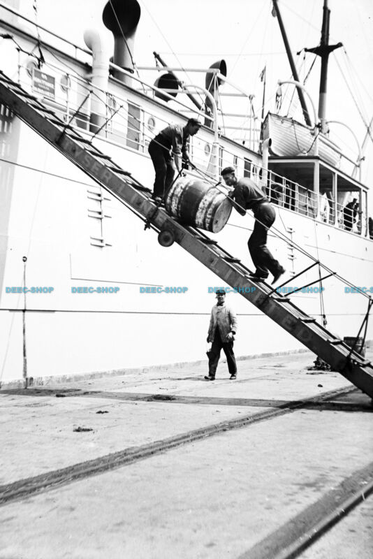 F000229 Unloading a barrel from a ship down a gangway. London. c1905