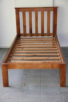 Single wood Bed excelent condition