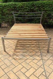 Double Size Metal Bed, very good condition