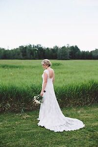 Stunning Wedding Dress Essense of Australia Size US 10