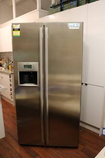Westinghouse side-by-side Fridge 600L with ice/water dispenser