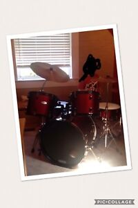 Red pearl drum set